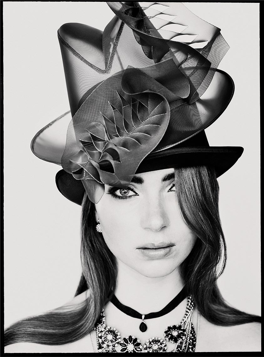 Model Daphne KO with Cappello hat 03